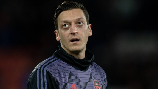 Mesut Özil irritiert die Fans des FC Schalke 04.
