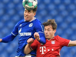 Schalke - Bayern: Der Favorit führt, weil die Knappen Kimmich immer wieder zu viel Platz ließen.