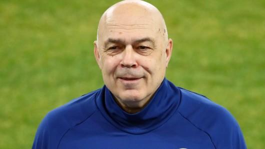 Schalke-Trainer Christian Gross sorgte für eine Überraschung.