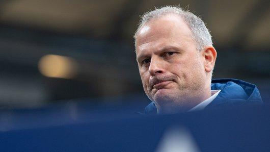 Beim FC Schalke 04 bekam Jochen Schneider vor seiner Freistellung noch eine denkbar unschöne letzte Aufgabe.