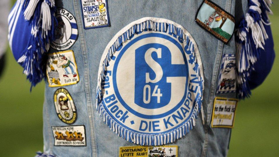 FC Schalke 04: Ein jahrelanger Kuttenträger rechnet mit seinem Verein ab. (Symbolbild)