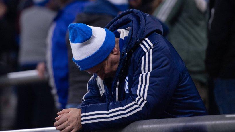 FC-Schalke-04-Jetzt-auch-noch-das-Fans-verh-hnen-S04-mit-diesem-Banner