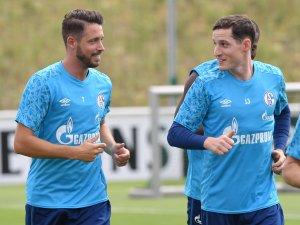 Im Sommer 2020 trainierten sie noch auf Schalke: Mark Uth und Sebastian Rudy. Jetzt fehlten beide beim Auftakt.