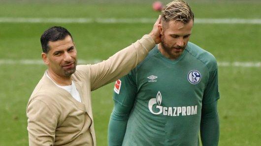 FC Schalke 04: Ralf Fährmann (r.) war eigentlich gesetzt, doch nun könnte Trainer Grammozis (l.) eine neue Option bekommen.