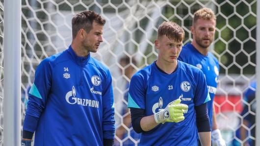 Der FC Schalke 04 gibt einen Torwart ab.