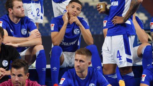 Die Heimstrikots des FC Schalke 04 sind schon draußen - aber was ist mit dem Auswärtstrikot?
