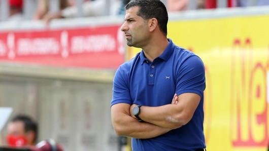 Mit einer Aussage auf der Pressekonferenz sorgte S04-Trainer Dimitrios Grammozis für verärgerte Fans.