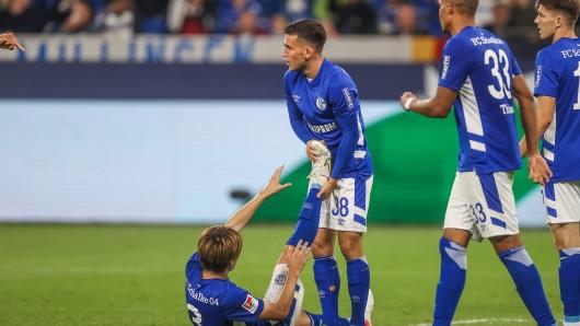Schock beim FC Schalke 04! Ein Nationalspieler muss vorzeitig wegen einer Verletzung die Länderspielpause abbrechen.
