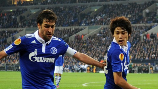 FC Schalke 04: Raul (l.) und Atsuto Uchida (r.) gehörten zu den absoluten Lieblingen bei den Fans.