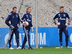 FC Schalke 04: Ralf Fährmann (l.) Timo Hildebrand (m.) und Lars Unnerstall (r.) im S04-Training 2012.