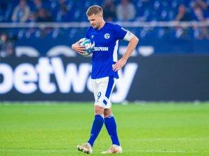 Trotz seines spielentscheidenden Doppelpacks war Schalke-Stürmer Simon Terodde nicht vollkommen zufrieden.