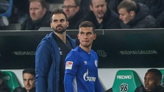 Bitter für den FC Schalke 04 und Mehmet Can Aydin: Der Youngster verletzte sich in Hannover am Oberschenkel.