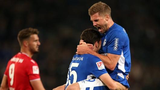 Beim FC Schalke 04 verrät Simon Terodde: Kollege Kaminski (l.) war mal Stürmer.