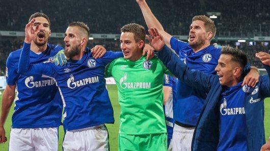 FC Schalke 04 feiert den Sieg gegen Hannover. Doch der könnte teuer werden.