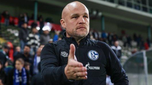 FC Schalke 04: Rouven Schröder legt für IHN ein gutes Wort ein.