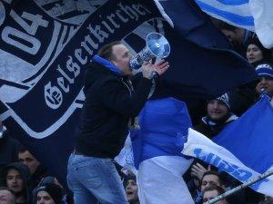 """In der Nordkurve des FC Schalke 04 gibt es eine krasse Veränderung: Vorsänger """"Kanne"""" hängt das Megafon an den Nagel."""
