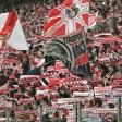 Rot-weiße Rückendeckung in Köln: Die Fans sind seit jeher in den Fußballstadien ein großer Stimmungsfaktor.  Foto: dpa PA