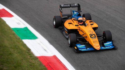 Alex Peroni wurde beim Monza-Rennen in der Formel 3 durch die Luft geschleudert.