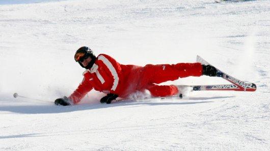 Seit Jahren kursieren viele Fake-Videos, die den Skiunfall von Michael Schumacher abbilden wollen.