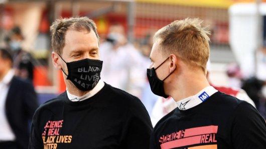 Sebastian Vettel (r.) sorgte mit Mick Schumacher (l.) für herzerwärmende Bilder.