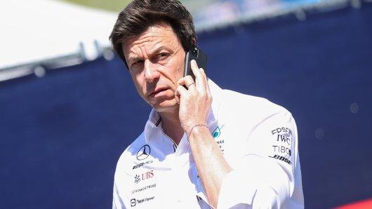 In der Formel 1 bekommt Toto Wolff gerade die volle Breitseite ab.