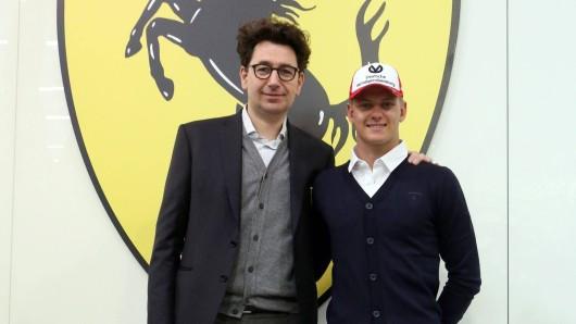 Die Worte des Ferrari-Chefs Mattia Binotto (l.) dürften Haas-Pilot Mick Schumacher (r.) gefallen haben.