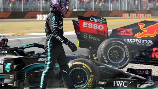 Formel 1: Sichtlich geschockt zeigte sich Mercedes-Pilot Lewis Hamilton nach dem Crash mit Max Verstappen beim Italien GP.