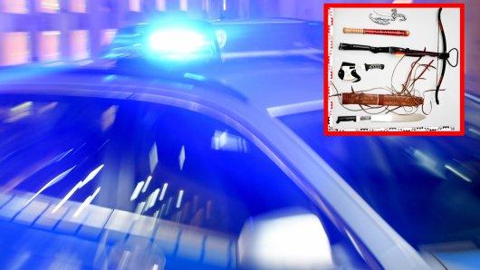 Die Bochumer Polizei hat bei einer Razzia diverse Waffen sichergestellt.