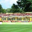 RWE-Fans zeigten brisante Plakate.