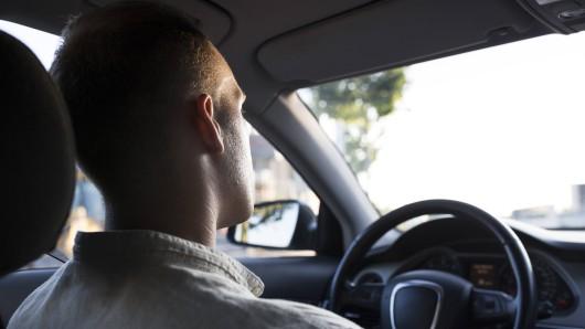 Ein Mann in Australien ist gerade in seinem Auto unterwegs. Als ihn die Polizei anhält und ihm einen Strafzettel ausstellt, kann er den Grund dafür kaum glauben.