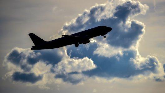 Auf einem Flug in den USA ist einer Passagierin Unfassbares passiert.
