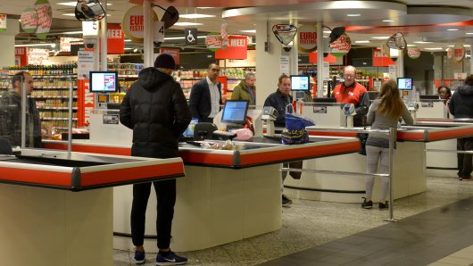 """An Supermarkt-Kassen der niederländischen Kette """"Jumbo"""" können Kunden nun absichtlich ein bisschen plaudern. (Symbolbild)"""