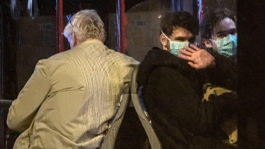 Das Coronavirus breitet sich immer weiter aus. Nun sind mehr als 100 Menschen aus China zurückgekehrt. Mehr dazu hier.