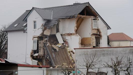 Nach einer Explosion ist dieses in Hohen Neuendorf (Kreis Oberhavel) einsturzgefährdet.