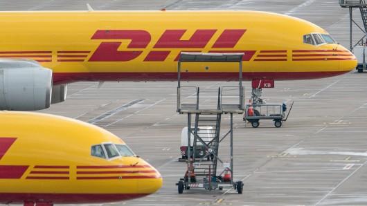 Das Coronavirus macht den Versand von DHL-Paketen ins Ausland gerade äußerst kompliziert. Für zahlreiche Länder gelten Sonderregeln. Pakete in die USA werden zudem besonders teuer. (Symolbild)