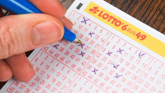 Ein Lottoschein wird ausgefüllt. (Symbolfoto)