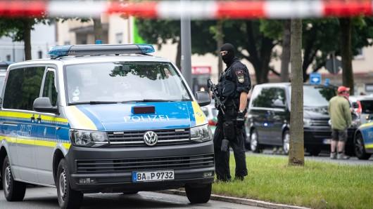 Schrecklicher Vorfall in München! Auto rast in Menschengruppe. Polizei fahndet nach den mutmaßlichen Tätern!