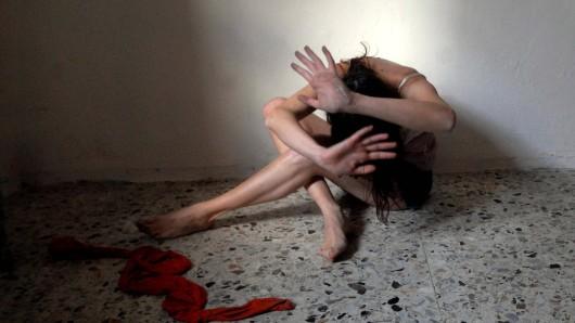 Schweiz: Weil eine Frau ihre Kollegin bei einer Behörde angeschwärzt hatte, wurde sie Opfer eines sadistischen Racheaktes. (Symbolbild)