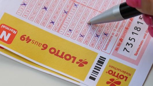 Lotto: Eine Frau hatte gedacht, sie hätte eine Riesensumme abgeräumt. Doch dann kam alles anders. (Symbolbild)