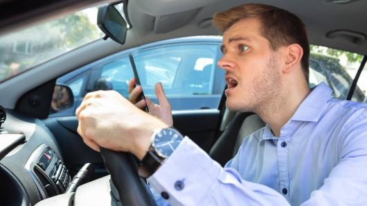 Deutschland, deine Auto-Fahrer! Der ADAC hat seine Mitglieder befragt, worüber sie sich am meisten aufregen. (Symbolfoto)