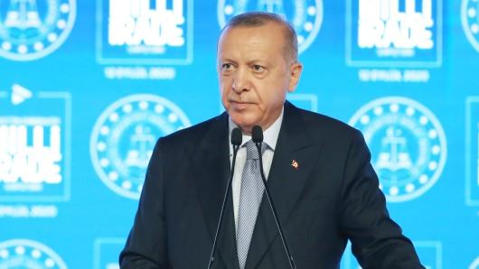 Da muss man erstmal schlucken: Türkeis Staatspräsident Recep Tayyip Erdogan.
