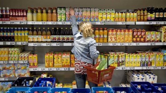 Bei Rewe in NRW erlebte eine Frau in Halver einen Riesen-Schock, als sie an der Kasse stand. (Symbolbild)