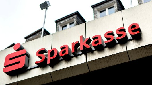 Schock für Zehntausende Kunden der Sparkasse!