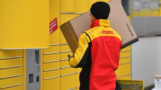 DHL will mehr Packstationen in Deutschland aufstellen.