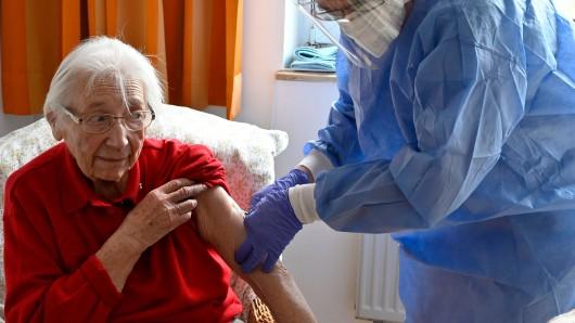 Ausbrüche trotz Corona-Impfung in Altenheimen.