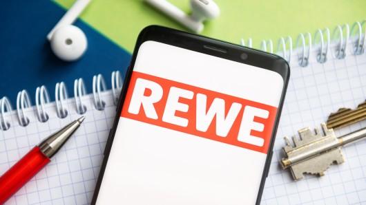 Ein Rezeptvorschlag von Rewe sorgt für Fassungslosigkeit bei den Kunden. Ein Detail stößt ihnen besonders auf.