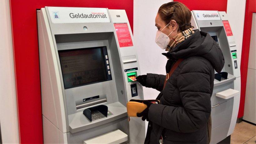 Sparkasse: Kunden sollten genau hinschauen – DAS kann teuer werden - Der Westen
