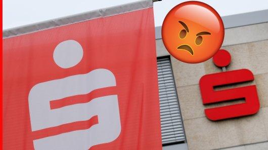 Eine Sparkassen-Filiale verlangt 20 Euro für Kontoauszüge. Der  Kunde hat noch nicht einmal die Chance auf die Dienstleistung zu verzichten.(Symbolbild)