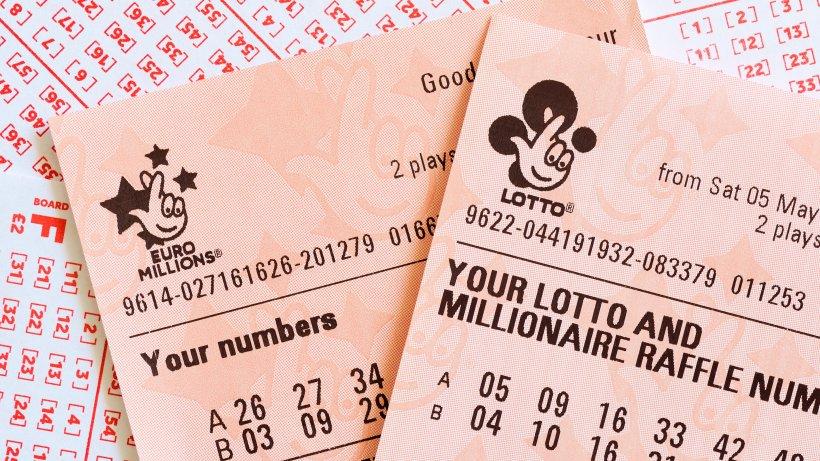 Lotto-Mann-will-Tippschein-ausf-llen-ein-Zufall-verhilft-ihm-zum-Gewinn