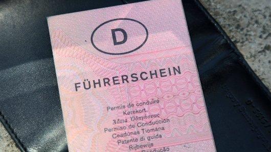 Der gute alte Führerschein wird umgetauscht. Doch auch neue Karten-Führerscheine sind betroffen. (Symbolfoto)
